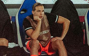 Luca Plogmann saß im Spiel gegen die Elfenbeinküste auf der Bank.