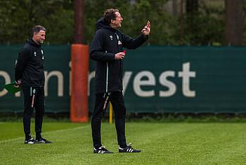 Konrad Fünfstück und Co-Trainer Marco Grimm auf dem Trainingsplatz
