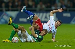 In der Hinrunde der Saison 2010/11 lieferten sich Werder und der HSV unter Flutlicht einen offenen Schlagabtausch.