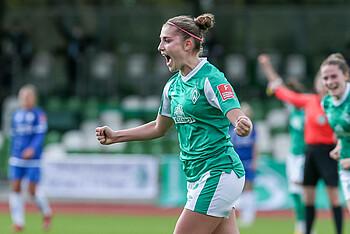 Werder-Spielerin Jana Radosavljevic jubelt