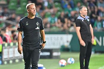Markus Anfang an der Seitenlinie im Spiel gegen Hannover 96.