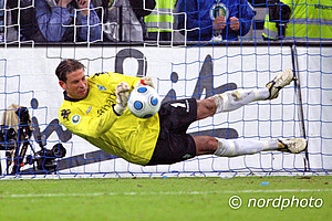 Tim Wiese wurde zum gefeierten Helden. Im Elfmeterschießen parierte Werders damalige Nummer 1 drei Elfmeter.