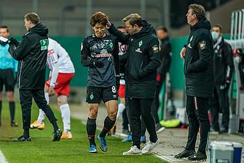 [Translate to Englisch:] Yuya Osako trifft gegen Regensburg zum 1:0