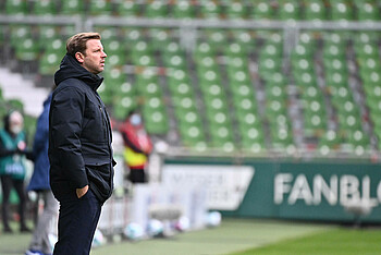 Florian Kohfeldt an der Seitenlinie gegen RB Leipzig.