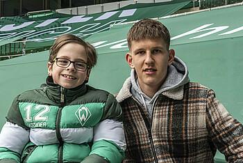 Leo Dietz und Bjarne Jürgensen im Stadion