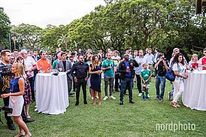 Insgesamt rund 350 geladene Gäste kamen auf das Gelände des Wohnhauses des Botschafters.