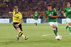 Die neue Saison 2012/2013 war für Werder keine elf Minuten alt, schon brachte BVB-Spieler Marco Reus die Dortmunder in Führung (Archivfoto: nordphoto).