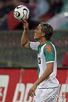 Damals noch Neuzugang, heute ein wahrer Derby-Experte: Clemens Fritz bei seinem ersten Nordderby im Ligapokal-Halbfinale 2006.