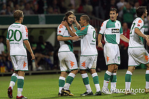 Durch Tore von Mohamed Zidan und Torsten Frings gewann Werder 2:1. Im Finale besiegte der SVW Bayern München.