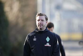 [Translate to Englisch:] Werder-Coach Florian Kohfeldt auf dem Weg zum Training.