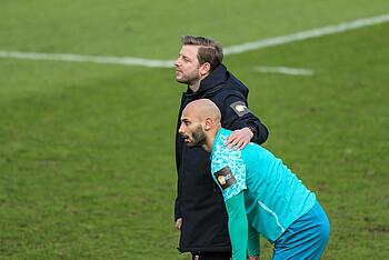 Florian Kohfeldt und Ömer Toprak auf dem Trainingsgelände
