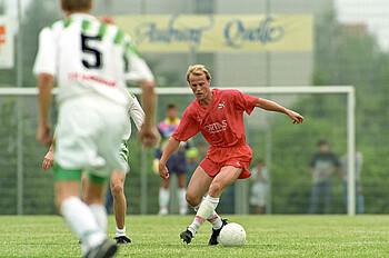 Werder Bremen Spieler Thomas Schaaf. Aus Freundschaftsspiel SV Badenstedt (Kreisliga Hannover) gegen Werder Bremen (in Rot) 1:15.