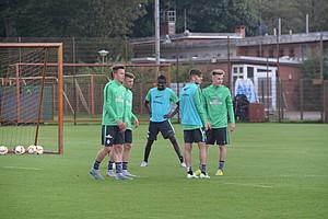 Ousman Manneh nahm wie acht weitere Perspektivspieler am Training bei den Profis teil. (Foto: WERDER.DE)
