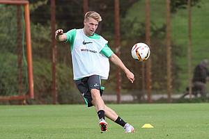 Wieder am Ball: Janek Sternberg kehrte am Dienstag zurück ins Mannschaftstraining (Foto: nph).