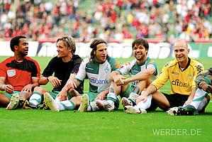 Glückliche Gesichter: Owomoyela, Fritz, Frings, Diego und Vander bejubeln nach dem 1:0-Erfolg über Leverkusen am letzten Spieltag die Vizemeisterschaft 2007/2008 (Foto: nordphoto).