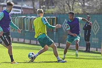 Felix Agu im Training des SV Werder.