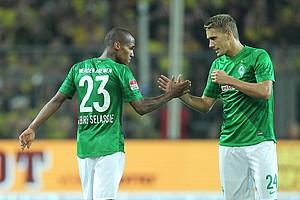 Nils Petersen freute sich mit dem tschechischen Neuzugang über sein erstes Tor bei seinem Pflichtspiel-Debüt für Werder Bremen (Archivfoto: nordphoto).