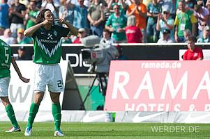 07.05.2011, Weser-Stadion: Werder sichert sich am 33. Spieltag mit einem Sieg über Meister Borussia Dortmund endgültig den Klassenerhalt. Torschütze zum 2:0-Endstand wie so oft: Claudio Pizarro. Mit 103 Treffern ist er ewiger Rekordtorschütze (Foto: nordphoto).