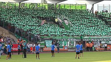 Zahlreiche Werder-Fans unterstützen den SV Werder zur Auftaktpartie gegen den Bundesliga-Aufsteiger Eintracht Braunschweig (Archivfoto: nordphoto).