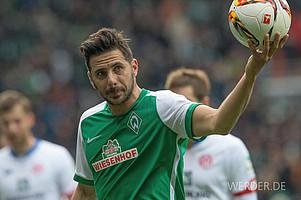 März: Der Ball ist sein Freund. Claudio Pizarro erzielt gegen Mainz seinen 101. Bundesliga-Treffer und schießt sich so an die Spitze der ewigen Werder-Torschützenliste (Foto: nordphoto).