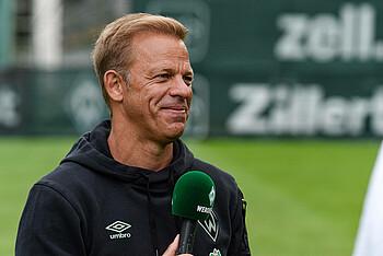 Werder-Trainer Markus Anfang beim Interview