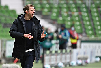 Florian Kohfeldt an der Seitenlinie im Spiel gegen RB Leipzig