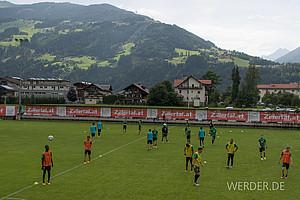 Juli: Im Zillertal bereiten sich die Spieler des SVW auf die neue Saison vor (Foto: nordphoto).