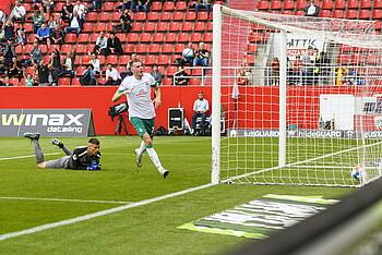 Marvin Ducksch scores to make it 3-0 vs. Ingolstadt.