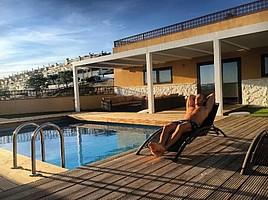 Alex Galvez nutzt die Sommerpause für einen Heimaturlaub in Spanien (Foto: Instagram/alexgalvez_official4).