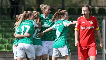 Der SV Werder jubelt gegen Leverkusen.