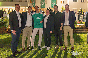 Ende eines gelungenen Abends für alle Seiten: Frank Baumann, Klaus Filbry, Dr. Martin Schäfer, Dr. Hubertus Hess-Grunewald, Florian Kohfeldt und Marco Bode.