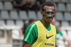 Delaneys Vorgänger: Melvyn Lorenzen. Aufgrund eines Nasenbeinbruchs trug der Stürmer im Zillertal-Trainingslager 2016 eine Maske.