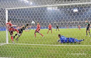 Durch Tore von Diego, Pizarro und Baumann zog Werder trotz 0:1-Niederlage im Hinspiel ins Finale des UEFA-Cups.