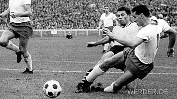 Erstes Spiel, erster Sieg: Mit einem 3:2-Erfolg über Borussia Dortmund startete der SV Werder am 24.08.1963 seine Bundesliga-Geschichte. Erster Torschütze für die Grün-Weißen war Wili Soya.
