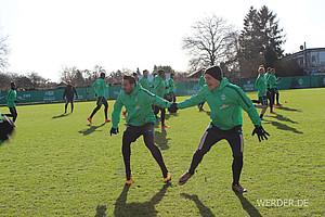 6.641 Tage trennen die Geburten dieser beiden Werder-Spieler. Der eine, Maximilian Eggestein, war bei seinem frühsten Einsatz in dieser Saison mit 18 Jahren und 257 Tagen Werders jüngster eingesetzter Spieler. Der andere, Claudio Pizarro, mit 37 Jahren und 225 Tagen der Älteste.