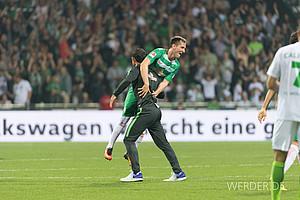 September: Am fünften Spieltag dann endlich der erste Saisonsieg. Mit Interimstrainer Alexander Nouri gelingt ein 2:1-Heimerfolg gegen Wolfsburg (Foto: nordphoto).